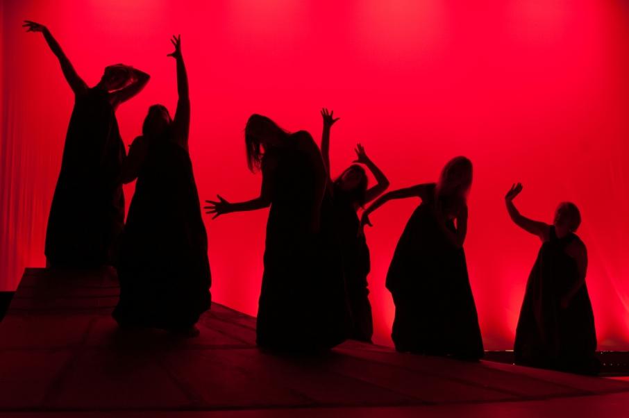 1. 6 women silhouette