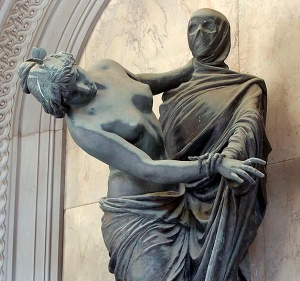 Valente-Celle-Tomb-1893-The-Staglieno-Cemetery-Genoa-Italy-600x562